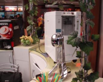 Кислородный концентратор и миксер-коктейлер на точке по продаже кислородных коктейлей
